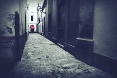 rot (StellaMarisHH) Tags: europa spanien canaren grancanaria laspalmas altstadt gasse tür eingang ende ck canon canoneos60d eos60d 60d sigma weitwinkel uww rot red photoscape