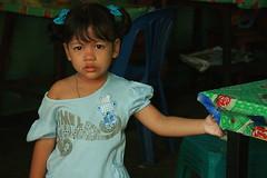 smile fun girl (the foreign photographer - ฝรั่งถ่) Tags: girl child pretty khlong thanon portraits bangkhen bangkok thailand canon