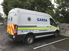Irish Police Vehicle - An Garda Síochána - Ford Transit Custody Van (firehouse.ie) Tags: cops ennis irish eire ireland lawenforcement angardasiochana 162d19426 guards ags garda polizia polis polizei police custodyvan paddywagon fourgon van transits transit fords fordtransit ford