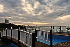 Simetría (2) (Aprehendiz-Ana Lía) Tags: nikon flickr cielo sky mar océano argentina mdq exterior beach playa invierno tormenta nubes nubole puente azul blue gris atardecer tramonto water silencio onda olas líneas analialarroude imagen