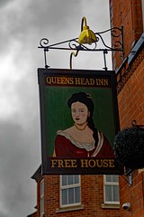 Queens Head Inn, Hinckley (Dayoff171) Tags: leicestershire unitedkingdom pubsigns england europe gbg2018 signs hinckley greatbritain gbg eastmidlands le101rj