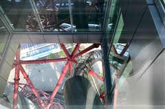 The Slide at ArcelorMittal Orbit (John D McDonald) Tags: iphone iphone7plus appleiphone appleiphone7plus london geotagged stratford eastlondon stratfordcity e20 newham boroughofnewham olympicpark queenelizabetholympicpark arcelormittalorbit arcelormittal orbit slide arcelormittalorbitslide orbitslide