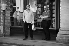 The Wait (Bury Gardener) Tags: burystedmunds bw blackandwhite streetphotography suffolk streetcandids snaps 2018 candid candids peoplewatching people folks england eastanglia britain cornhill