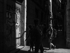 Exchange of looks_ (muntsa-joan-BW) Tags: blackandwhite bw bnw barcelona street streetphoto streetphotography shadows light city catalonia ciudad calle