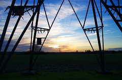 Eclairage (Atreides59) Tags: ciel sky nuages clouds bleu blue nord sunset sun soleil coucher coucherdesoleil jaune yellow vert green pentax k30 k 30 pentaxart atreides atreides59 cedriclafrance rouge red pylone pylône