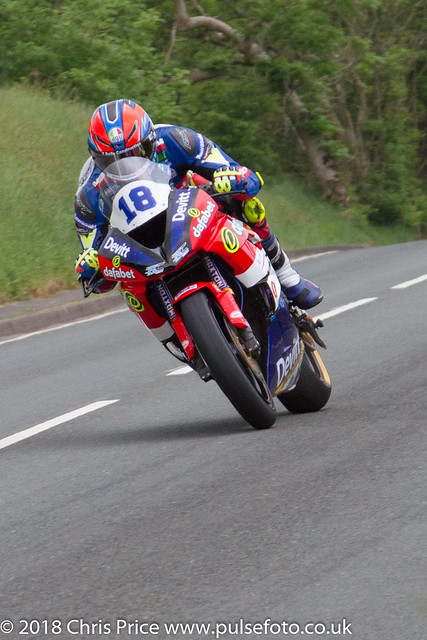 Isle of Man TT 2018: Supersport TT Race 1