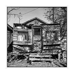 box • golfield, nv • 2018 (lem's) Tags: box cabin abandoned abandonné cabane house maison goldfield ville fantome ghost town nv nevada rolleiflex t