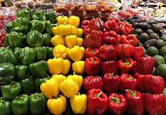 2018 Sydney: Capsicums (dominotic) Tags: 2018 food vegetable capsicum bellpeppers yᑌᗰᗰy iphone8 green red yellow sydney australia
