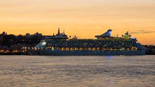 Bateau de croisière - Cruise ship Adventure of the Seas à Québec, Canada - 7185