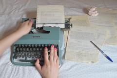 Blurred lines (marinadelcastell) Tags: flickrfriday oldfashioned typewriter machineàécrire schreibmaschine macchinadascrivere màquinadescriure máquinadeescribir paper papier carta papel hand main mano mà work activité tätigkeit attività trabajo feina fun nikon