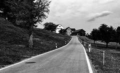 Gemeinde Bissegg (Swissrock-II) Tags: gemeindebissegg thurgau schweiz switzerland road farm strasse clouds blackwhite blackandwhite bw 2018 july landscape
