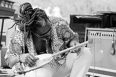 Baba Sissoko (Rafael Peñaloza) Tags: roccella roccellajonica roccellajazz jazz calabria italia italy babasissoko ngoni byn bw soundcheck person musician music play people sit sitting seated