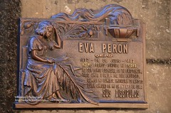 Buenos Aires, Cementerio de la Recoleta, Eva Peron (blauepics) Tags: argentina argentinien buenos aires capital hauptstadt buildings gebäude häuser houses argentinisch argentinian architecture architektur city stadt cemetery friedhof de la recoleta tombs gräber gruft graves art kunst families familien duarte eva peron dont cry for me