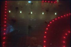 cabaret (hnt6581) Tags: analog film 35 135 c41 superheadz whiteslimangel wsa uws ultrawideandslim ultrawideslim plastic toy hnt6581 paradies