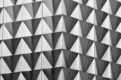 fassadenkunst (Fotoristin - blick.kontakt) Tags: architecture front building fifties 50er jahre design kaufhaus blackandwhite pattern lines geometry abstract triangle