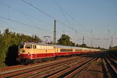 TRI/AKE E10 1309 (Michl2207) Tags: eisenbahn bahn zug lok lokomotive tee transport transeuropeexpress e10 baureihe110 baureihe113 railroad rail railway locomotive nikon fotografie fotography duisburg germany