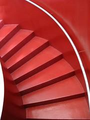 IMG_5302 - scala rossa (molovate) Tags: scala chiocciola rosso tafme gradino rinascente canon digital ixus 980 is geometrico alto salita