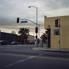 Buckingham red light (ADMurr) Tags: la southla sky corner rolleiflex 35 e zeiss planar kodak daa593