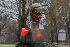 Red nose 1 (PhotoByKent) Tags: canon 80d sweden sverige dalarna heart hjärta sigma 70200 apo dan andersson clown nose clownnäsa bronze brons head huvud rain