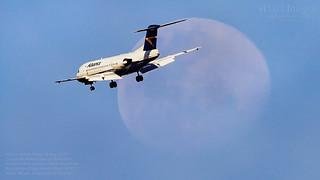 Alliance Airlines Fokker 70 Reg. VH-JFB crosses the Waxing Gibbous Moon 90.6%