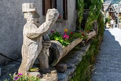 Valle Verzasca 2018 - Sonogno (karlheinz klingbeil) Tags: wood suisse kunst swissalps schweiz switzerland skulptur holz sonogno sculpture alpen art tessin ch