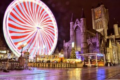 Gentse winterfeesten (Hege M!) Tags: ghent gent gentse winterfeesten kerk church ferris wheel chicago reuzenrad kermis fair korenmarkt lights neon long exposure lightpaint lightpainting light painting nikon d3300 outdoor iamnikon hege michiels