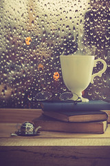 Rainy afternoon (Ro Cafe) Tags: edge80 glasses lensbaby mug sonya7iii stilllife books cup cupoftea raining tea window bokeh