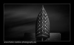 Officecenter Weidetor (H. Roebke) Tags: 2018 canon1635mmf28lisiii noiretblanc canon5dmkiv building bw schwarzweiss city de hannover blackandwhite weidetorcenter blacksky abstract lightroom architecture