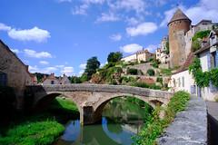 Semur en Auxois (jpto_55) Tags: semurenauxois armançon pont côtedor bourgogne france paysage xe1 fuji fujifilm voigtlander15mmf45superwideheliarii voigtlanderlens ngc