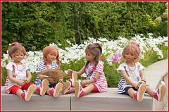 Kindergartenkinder ... wir haben bis Montag schulfrei ... (Kindergartenkinder 2018) Tags: annette himstedt dolls kindergartenkinder annemoni sanrike milina tivi grugapark essen blumen schmuckkörbchen cosmea
