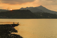 Peaceful Sunset above the River (milton sun) Tags: dusk seascape sunset river landscape outdoor clouds sky water rocks mountains rollinghills fishing 社子 島頭公園 淡水河 日落 夕陽 觀音山 垂釣