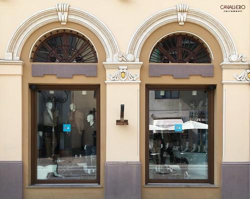 Vetrine in legno Meranti negozio Acqui Terme