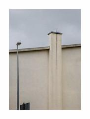 Compétition (hélène chantemerle) Tags: mur cheminée lampadaire panneau ciel beige gris wall chimney streetlight roadsign sky cloudy gray
