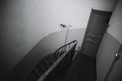 karamazov à pic (asketoner) Tags: door wide angle interior marseille france corridor stairs
