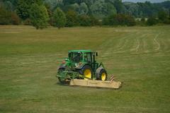 John Deere 6230 (Lutz Blohm) Tags: johndeere6230 traktoren grasmähen landwirtschaft rhein sonyfe70300goss sonyalpha7aiii