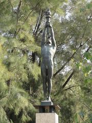 Statue / sculpture in parc Montjuïc: Monument a Francesc Ferrer I Guardia (michael_s_pictures) Tags: male man naked nude statue sculpture montjuïc olympic sporter torch flame bronze monument francescferreriguàrdia