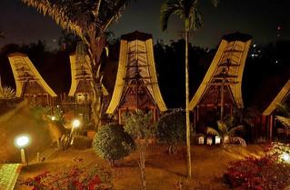 INDONESIEN, SULAWESI, Tanah Toraja- Hotelanlage in typischem Baustil , 17591/10599