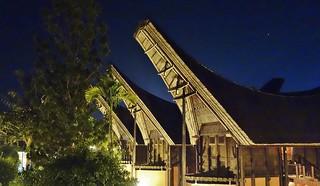 INDONESIEN, SULAWESI, Tanah Toraja- Hotelanlage in typischem Baustil , 17592/10600
