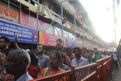 Crowds at Lalbagh Chya Raja (firoze shakir photographerno1) Tags: lalbagh ganeshapandals lalbaghchyaraja2018 firstday ganeshchaturthi ganesha hinduism