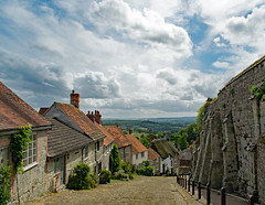 Hovis Hill (Hoovering_crompton) Tags: hovis advert ridleyscott 1973 goldhill shaftesbury dorset cobbled cobbles thatched houses sky cloud nikon d3300 sunny oldbuilding