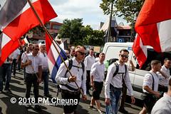 Rudolf-Heß-Gedenkmarsch 2018: Mord verjährt nicht! Gebt die Akten frei! Recht statt Rache  und Gegenprotest: Keine Verehrung von Nazi-Verbrechern! NS-Verherrlichung stoppen! – 18.08.2018 – Berlin –IMG_6266 (PM Cheung) Tags: rudolfhessmarsch wwwpmcheungcom berlin mordverjährtnichtgebtdieaktenfreirechtstattrache neonazis demonstration berlinspandau spandau friedrichshain hesmarsch rudolfhes 2018 antinaziproteste naziaufmarsch gegendemonstration 18082018 blockade npd lichtenberg polizei platzdervereintennationen polizeieinsatz pomengcheung antifabündnis rechtsextremisten protest auseinandersetzungen blockaden pmcheung mengcheungpo pmcheungphotography linksradikale aufmarsch rassismus facebookcompmcheungphotography keineverehrungvonnaziverbrechernnsverherrlichungstoppen antifaschisten mordverjährtnicht rudolfhesmarsch sitzblockaden kriegsverbrechergefängnisspandau nsdap nskriegsverbrecher geschichtsrevisionismus nsverherrlichungstoppen hitlerstellvertreterrudolfhes 17august1987 rathausspandau ichbereuenichts b1808 festderdemokratie verantwortungfürdievergangenheitübernehmen–fürgegenwartundzukunft rudolfhessmarsch2018 rudolfhesgedenkmarsch rudolfhesgedenkmarsch2018