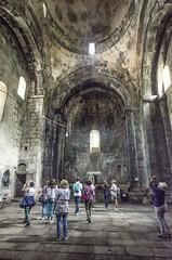DSC_6697_2 Armenia : Monastero di Sanahin -Interno della chiesa del S. Redentore ( S. Amenaprkich ) del 966 d.C. con cupola conica e turisti . Questa è la chiesa più importante del Monastero .Sito UNESCO (sandromars) Tags: armenia lori alaverdi sanahinmonastey churchoftheholyredeemer samenaprkich conicaldome 966 ac