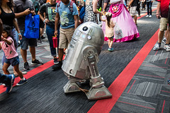 naked r2d2 (timp37) Tags: star wars droid naked r2d2 illinois chicago rosemont wizard world comic con august 2018