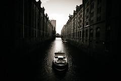 Speicherstadt Boat (Javier Pimentel) Tags: hafencity canal deutschland speicherstadt germany kanal boat hamburgo bote alemania hamburg