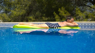 Nokia Lumia 1020 - Spain 2018 - Lovely Lisa reflected in the swimming pool
