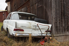 190 (mariburg) Tags: rotten marode ruin decay desolate cars rustycars auto canoneos6d sigma35mm14dghsmart mercedes