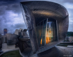 Museo Guggenheim de Bilbao al amanecer (dleiva) Tags: museo guggenheim bilbao eskadi euskalerria vizkaya vizkaia spain españa paisvasco arquitectura frankgehry