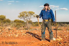 Goldrush (Kevin Scattini) Tags: uhf medaldetector pick gold australia bluesky clouds mate boats hat gloves boundary goldrush kneepads hemma westernaustralia gps