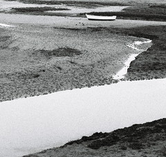 traces d'un passage (asketoner) Tags: locmariaquer bretagne france boat marée basse low tide sand depth traces water sea