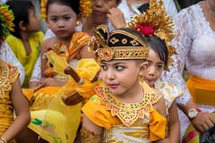 IMG_6701-tr (JLBenazra) Tags: bali cérémonie sawan indonésie costumes